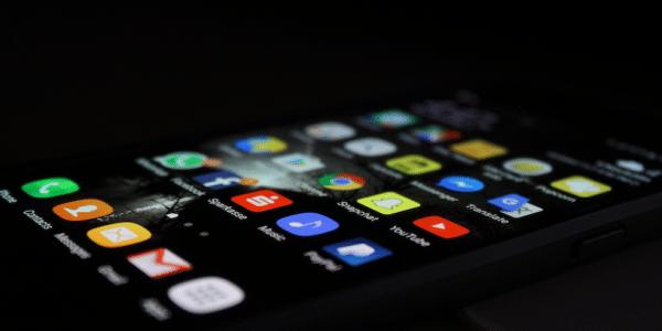 Móvil con múltiples iconos de Apps